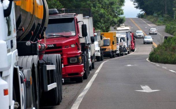 Grupos de caminhoneiros decidem fazer paralisação no dia 29, diz líder
