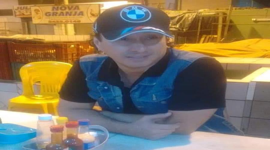 Vicente Nery é visto tomando um café reforçado no Mercado Público de Patos após show em Santana dos Garrotes.
