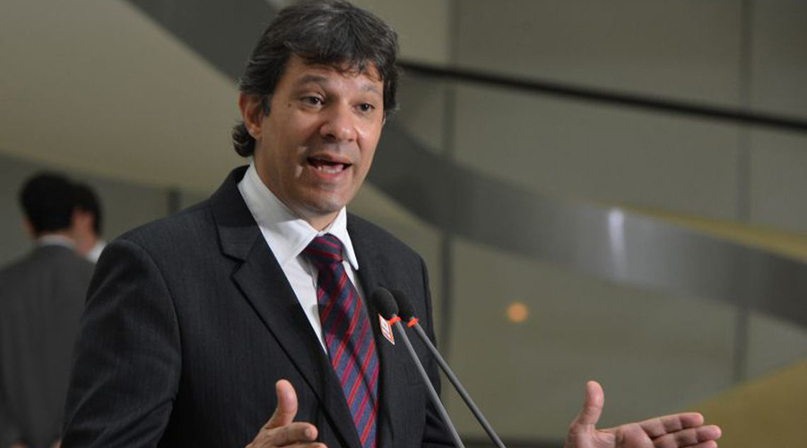 PT anuncia candidatura de Fernando Haddad à Presidência no lugar de Lula