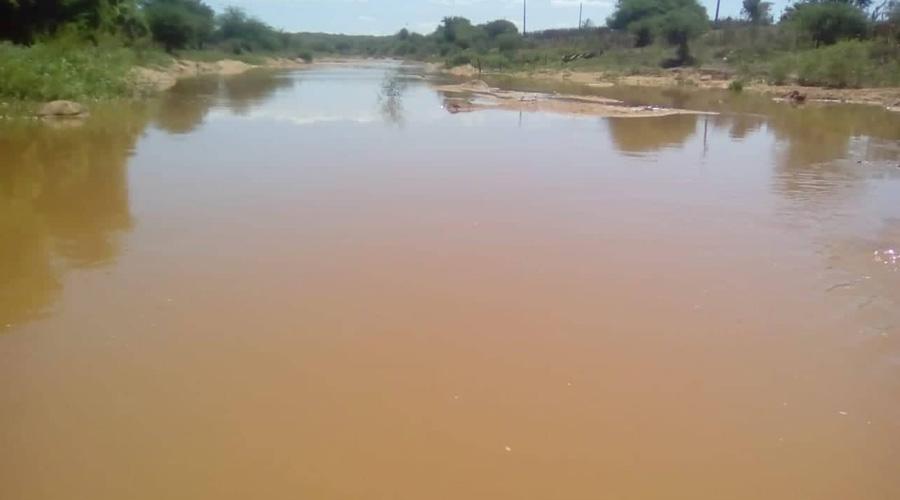 Com as chuvas recentes já corre água no Rio Piancó, em Boa Ventura
