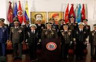 Militares denunciam 'golpe de Estado' de Guaidó e reforçam apoio a Maduro, na Venezuela