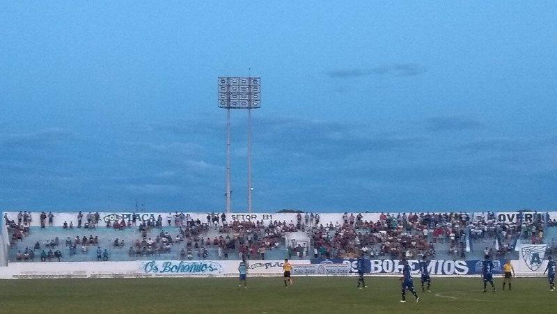 Jogo entre Nacional de Patos e Atlético de Cajazeiras é adiado após apagão no Perpetão