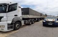 PRF flagra motorista sob efeito de álcool dirigindo carreta de 74 mil quilos, em Pombal