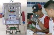 Estudantes criam robô de papelão que mantém escola limpa, em João Pessoa
