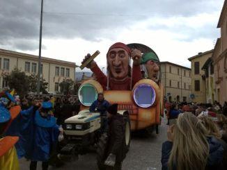 Carnevale dei ragazzi, notevoli coreografie dei gruppi mascherati