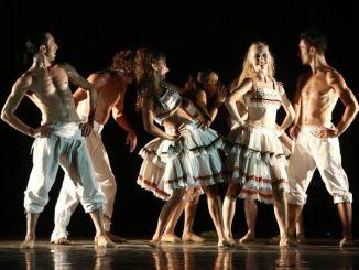 Danza, tango e bolero, Raffaele Paganini al Tordi di Bevagna. Sul palco del teatro lo stesso Paganini con la regia di Luigi Martelletta