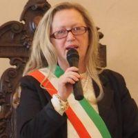 Il sindaco di Bevagna, Annarita Falsacappa, chiude, per covid, elementare a Bevagna