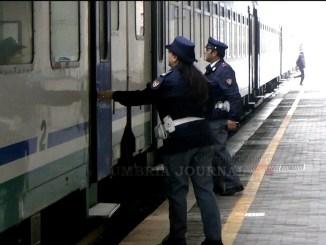 Sette ragazzi mettono a ferro e fuoco la stazione di Foligno, ferita poliziotta