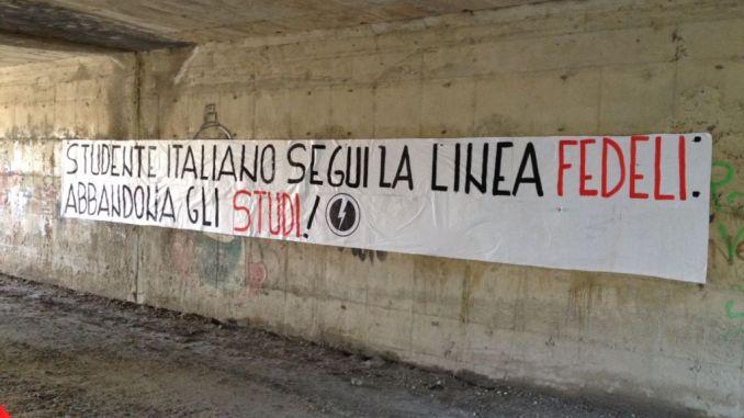 Blocco studentesco protesta critica, a Foligno, su Ministro Fedeli