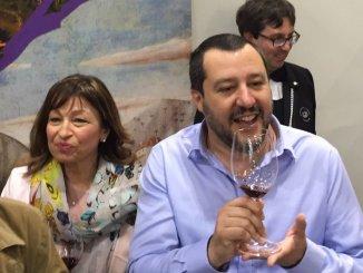 Vinitaly, il leader della Lega Matteo Salvini brinda con il Sagrantino di Montefalco