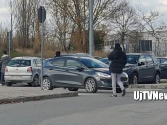 Parcheggiatore abusivo ospedale prende a calci auto pensionata