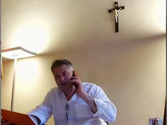 Crocifisso al suo posto in ufficio, ce lo ha rimesso il sindaco Stefano Zuccarini