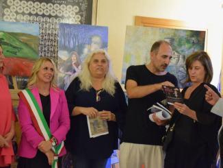Al taglio del nastro erano presenti: Donatella Porzi presidente del consiglio Regionale