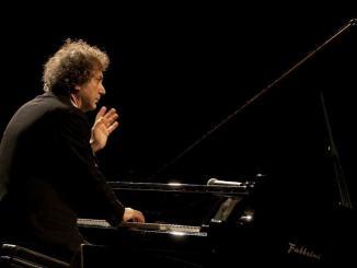 Foligno Musica, il pianista e compositore Roberto Cacciapaglia in concerto