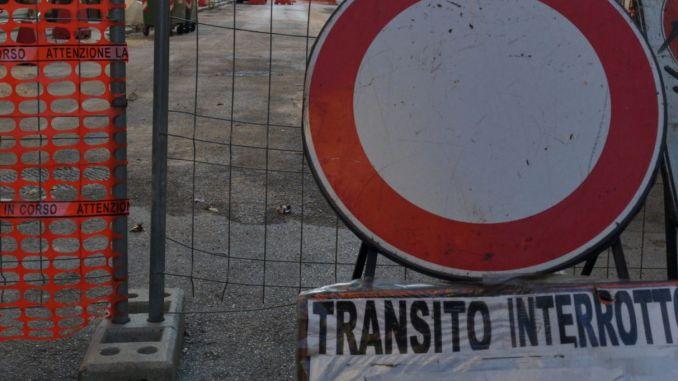 Viabilità, interdetto transito in via Saffiper lavori al teatro San Carlo