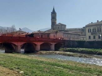 Ponte Liberazione illuminato di rosa in vista del Giro d'Italia