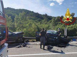 Incidente stradale spaventoso, scontro frontale, sulla Flaminia 4 feriti, uno è grave