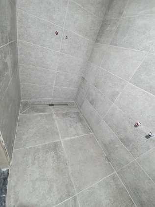 Nieuw tegelwerk douche - Folkertsma metsel- en klusbedrijf Friesland