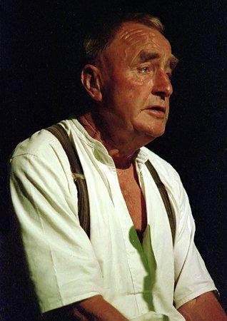 Fred Jordan at the Fylde Folk Festival 1989. Photo copyright Roger Liptrot. From http://www.folkimages.com/Fylde/1989/index.html