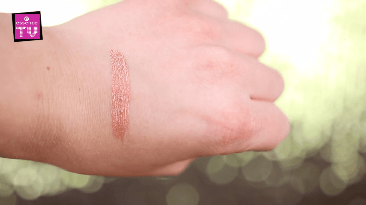 made-to-sparkle-essence-eyeliner-swatch