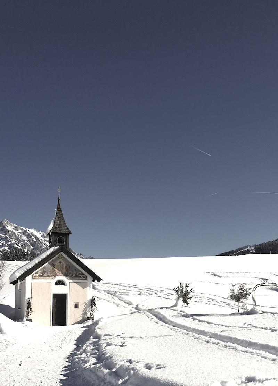 kapelle berg winter