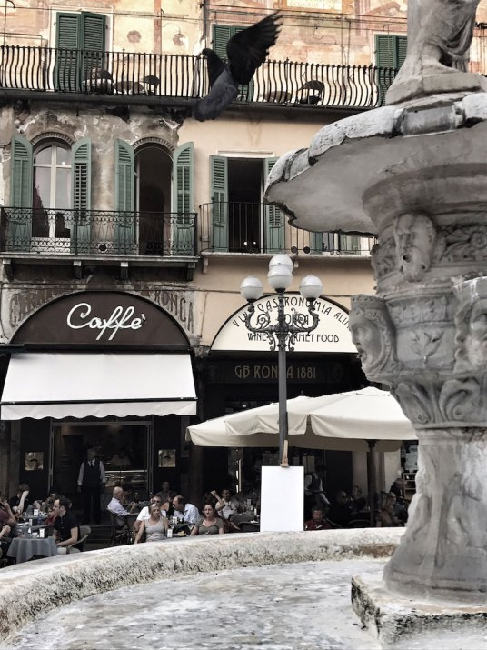 Brunnen-Taube-Cafe-Filippini-Verona