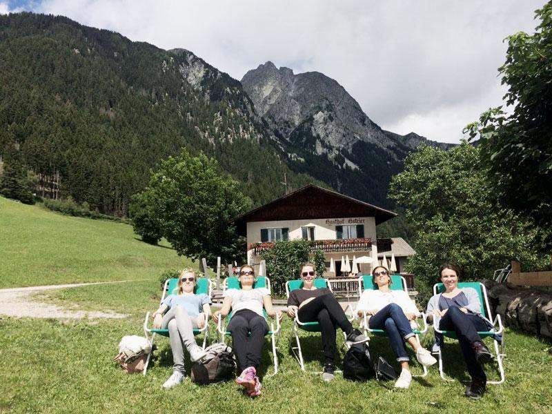 Yogadamen-Gasthof-Gsteier