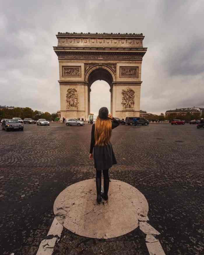 photographing the arc de triumph in paris | paris travel tips
