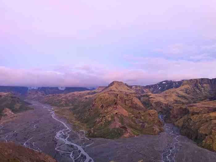 hiking in Iceland's thorsmork