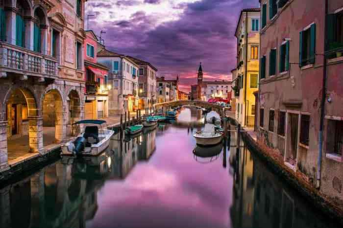Honeymoon in Italy's Venice before it disappears