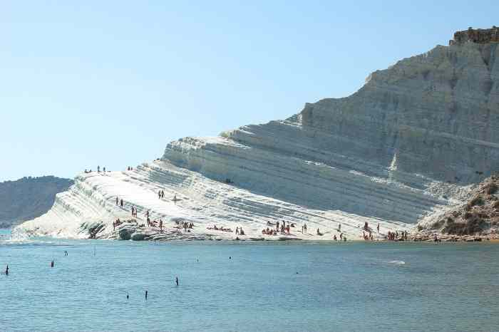 The white cliffs of La Scala Dei Turchi are some of the most stunning coastline in Italy