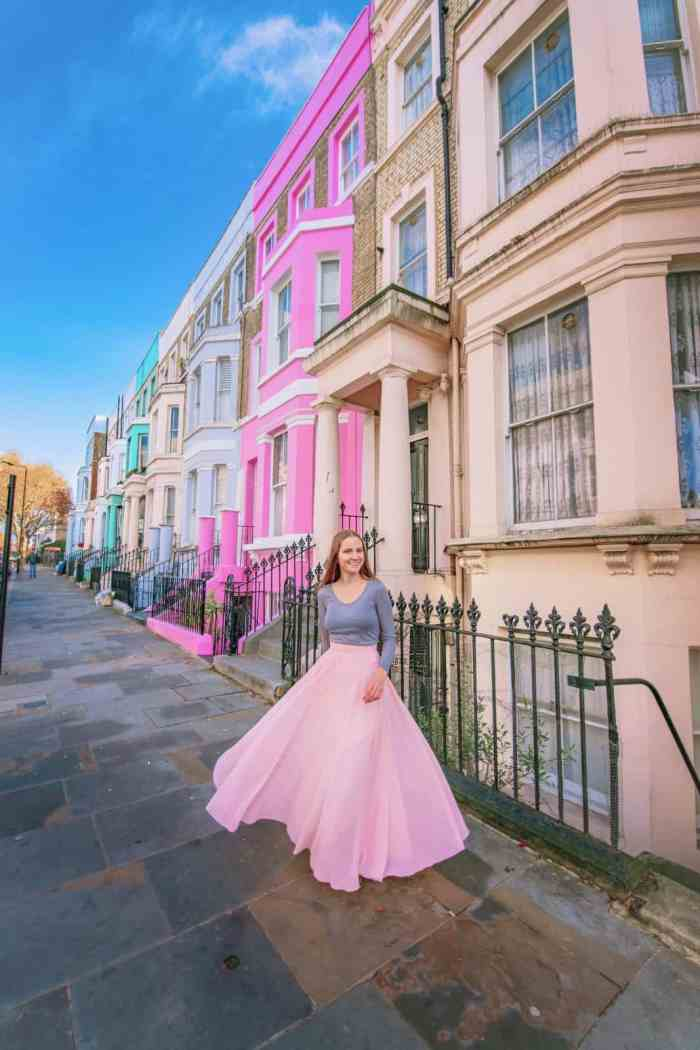 Colorful Notting Hill houses make for some great Instagram spots in London | Instagrammable places in London | london photography locations
