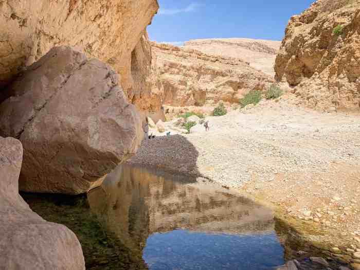 Hike to the cave at Wadi Bani Khalid