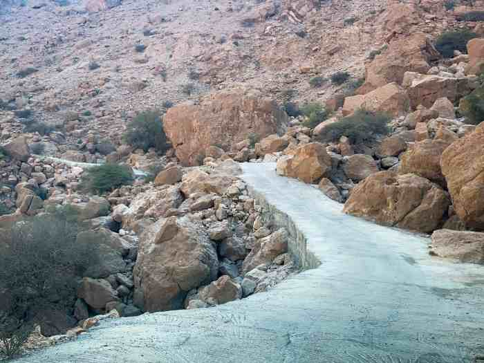 The narrow mountain road in Wadi Tiwi