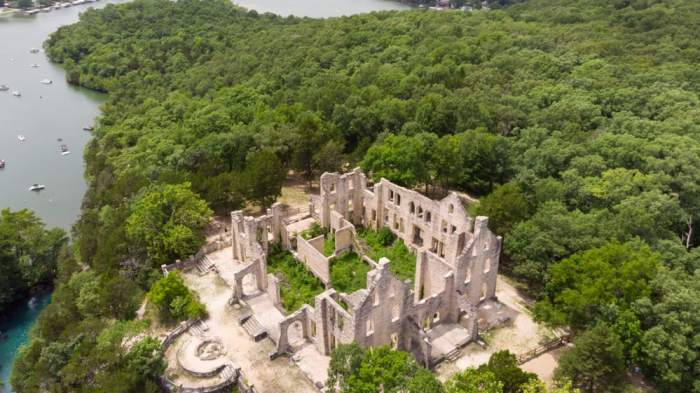 Explore the ruins of this fallen castle in America