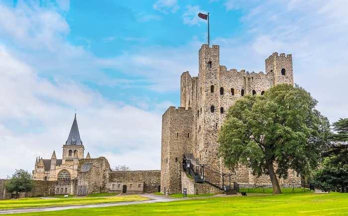 Rochester Castle is one of the prettiest castles near London