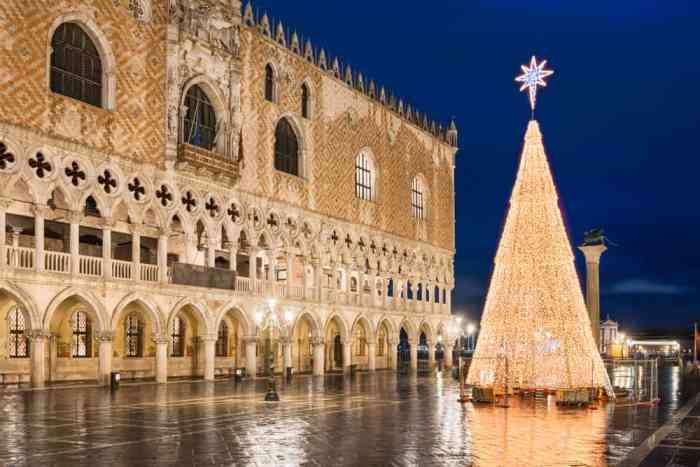 Venecia en Navidad hermoso árbol de Navidad