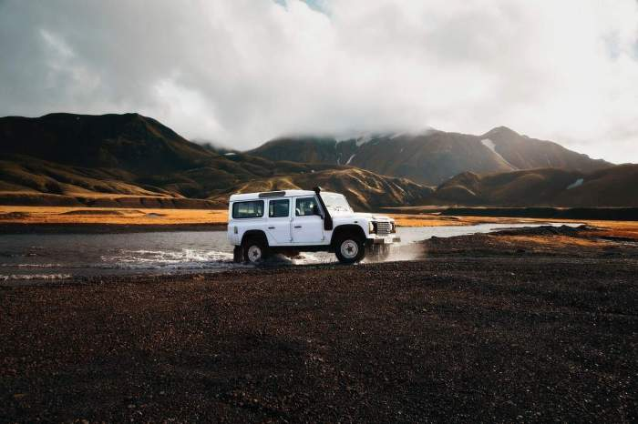 4 wheel drive rental car prices in Iceland