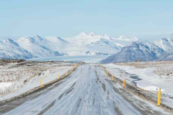 get insurance when renting a car in Iceland for driving on snowy road