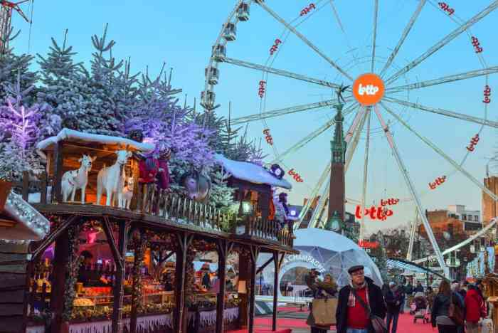 The famous fair activities, festival aspects and wooden stalls draw in crowds to the Brussel market every year