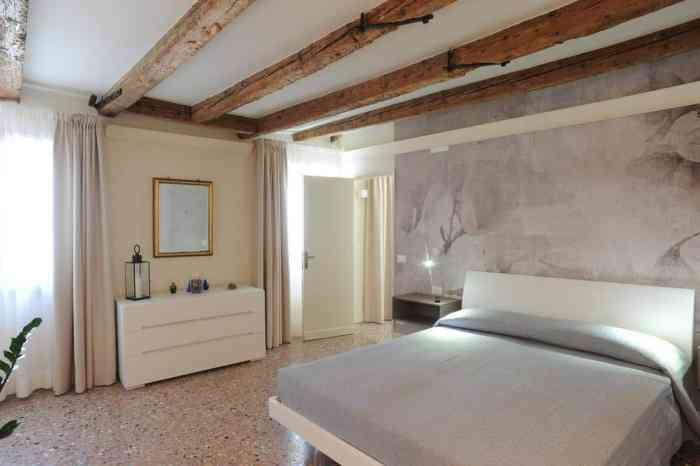 A lovely room in Cà Riva del Vin, a great choice of where to stay in Venice