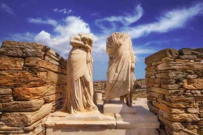 Photo of sculptures in Delos.