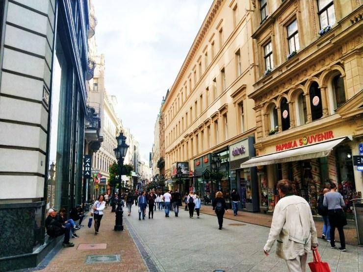 匈牙利最美徒步購物區瓦茨街Váci utca