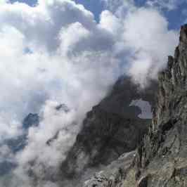 la gran bastionata che domina la valle della Rho