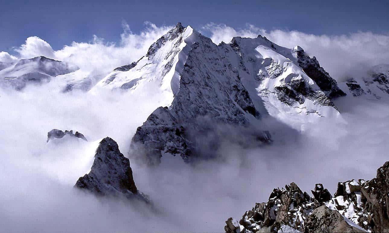 """Featured image for """"Piz Bernina 4049m – Piz Palù 3905m"""""""