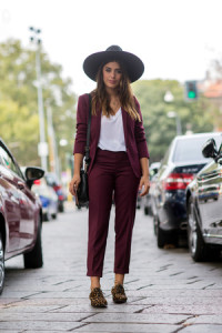 street_style_invitadas_y_bloggers_en_milan_fashion_week_986358498_300x450