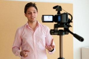Kameratraining Sprechen vor Mikrofon und Kamera