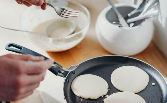 caracteristiques de la poele a pancakes