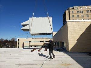Don d'une centrale de traitement d'air par Ingénia Technologies - installation sur le toit de l'HMR
