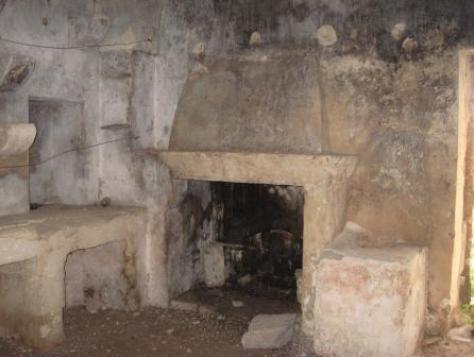 Ciò che resta di un antico luogo di lavorazione dei formaggi, in una masseria salentina